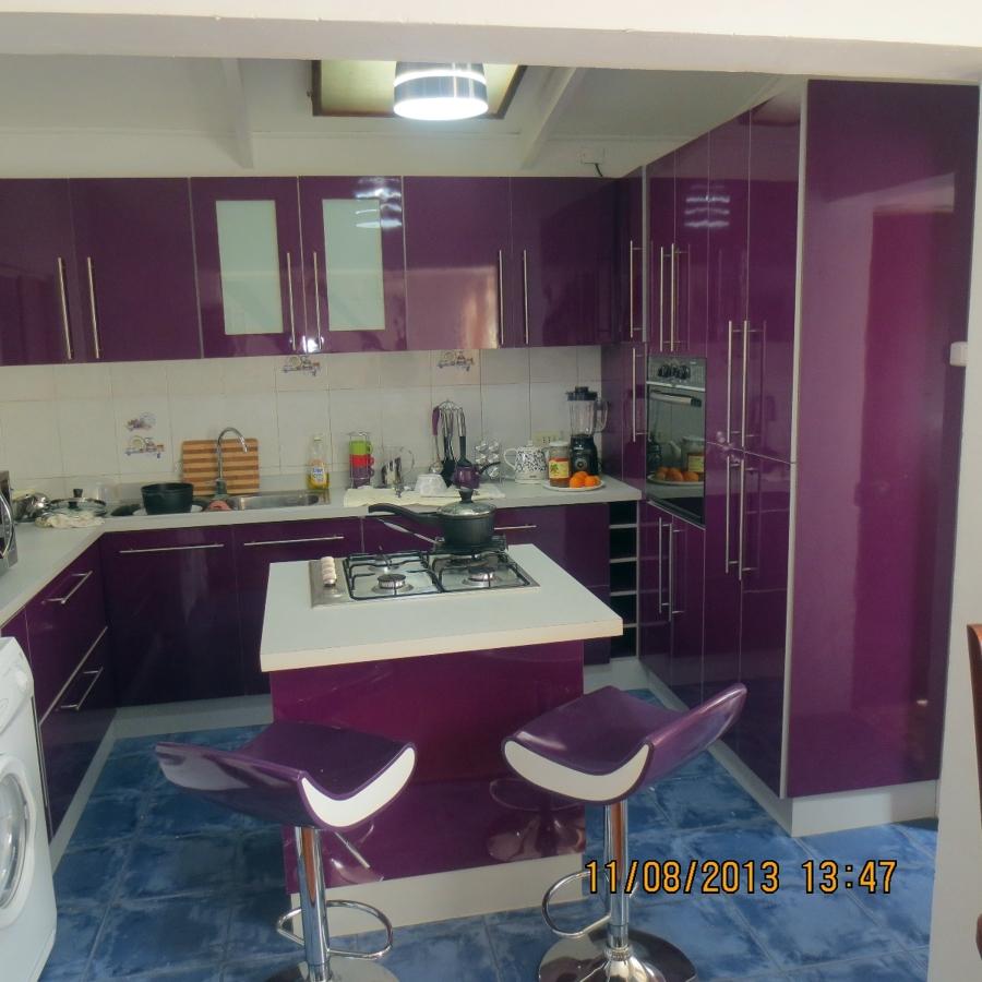 Foto isla y comedor de diario de mobiliario funcional for Isla cocina comedor