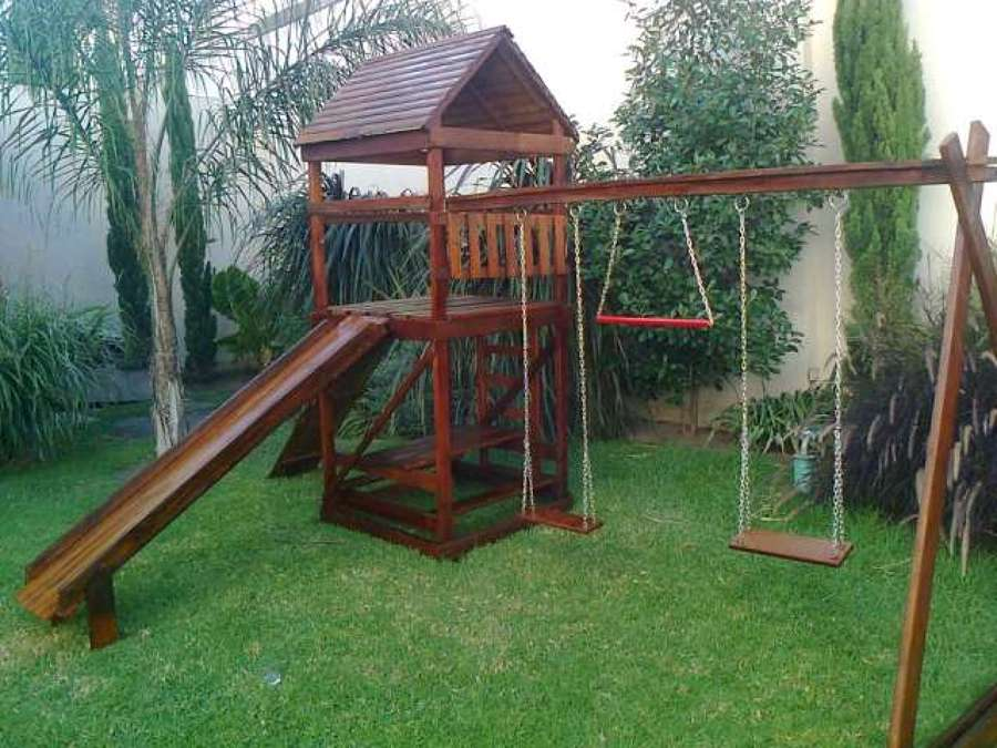 Construcci n de juegos para jard n ideas carpinteros for Casas de jardin infantiles