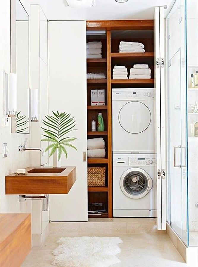 Lavadora escondida en armario del baño