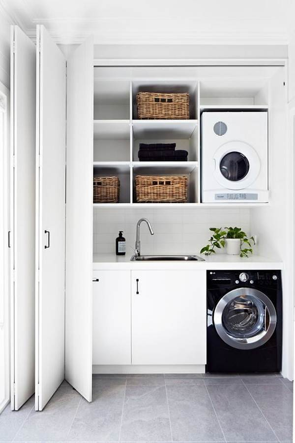 Lavandería con puertas plisadas