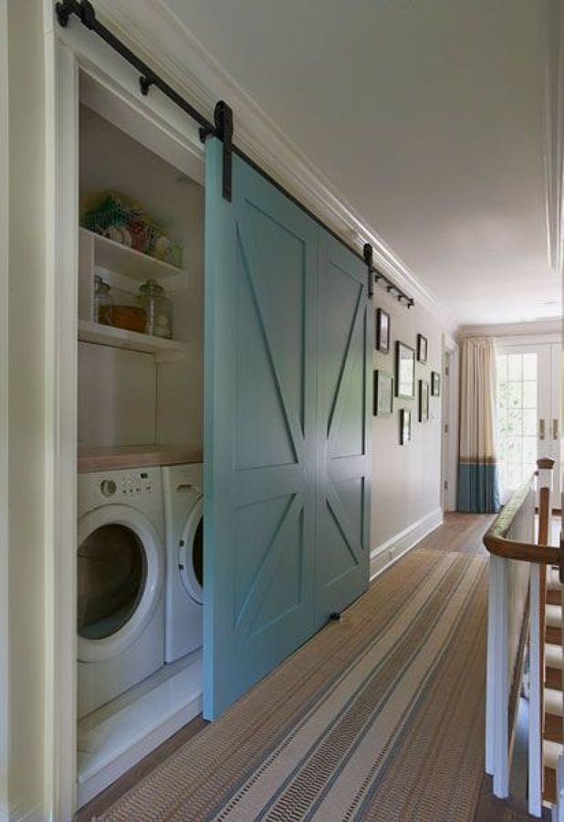 Lavandería detrás de puerta corredera