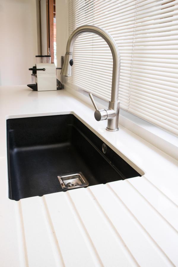lavaplatos bajo cubierta