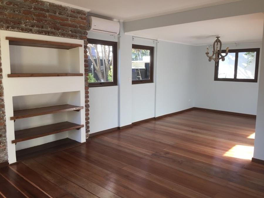 Living comedor con pisos y muros restaurados