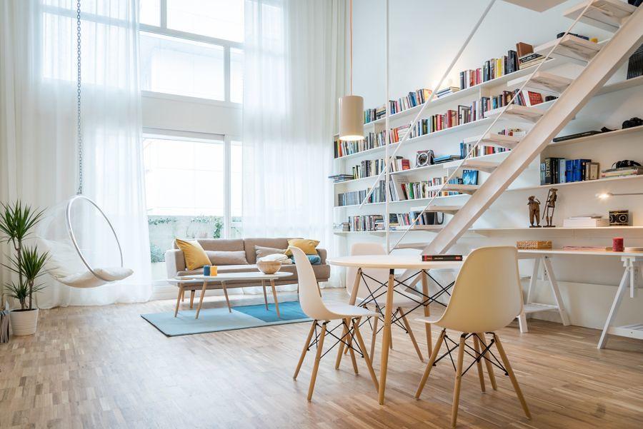 Loft con escalera en el salón