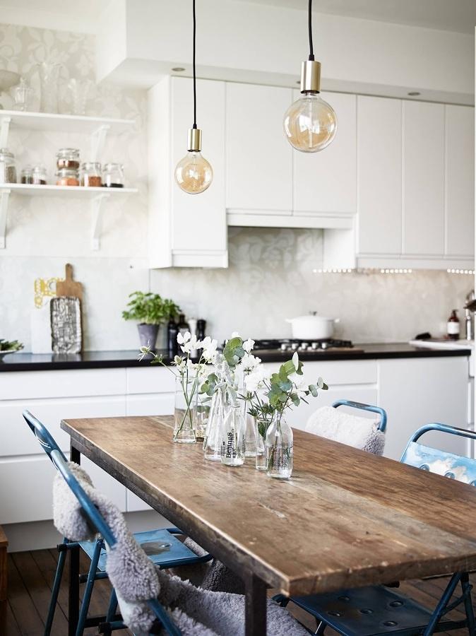 Mesa de la cocina de madera envejecida