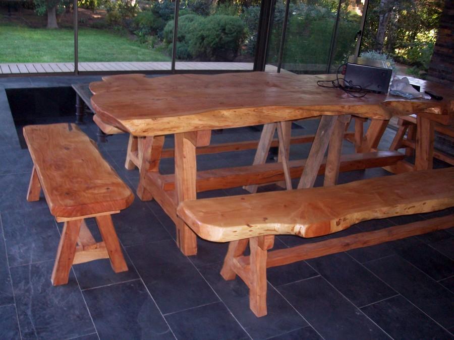 Mesa y banquetas