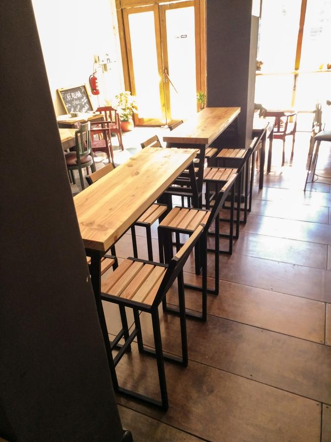 Mesón tipo Bar + Taburetes Instalados