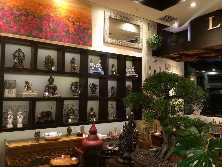 mueble estatuas