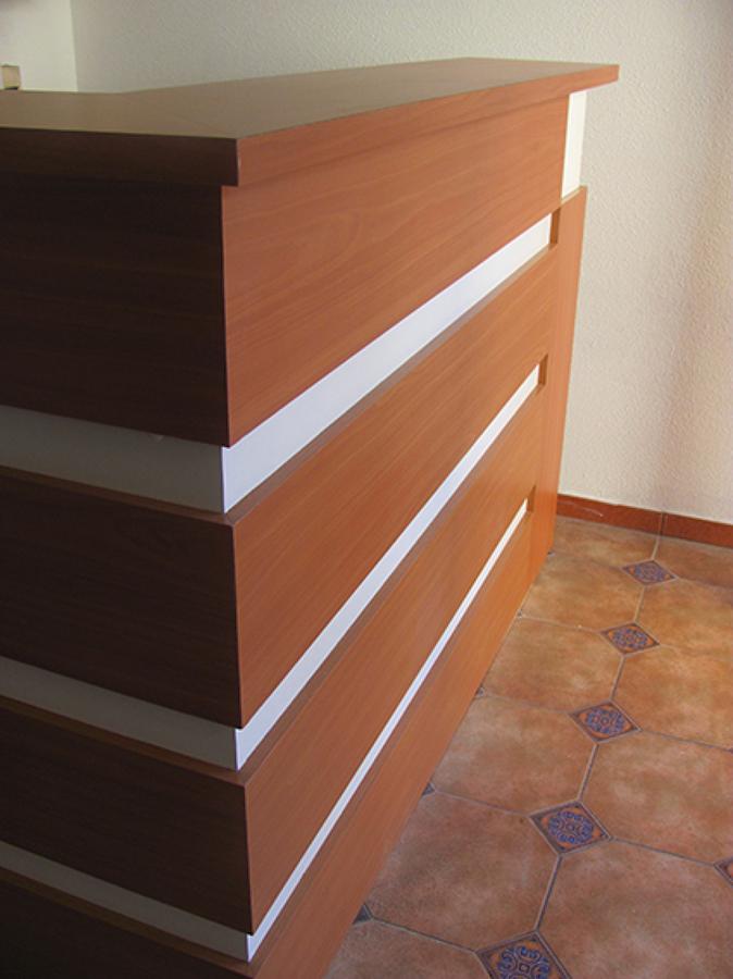 Foto: Mueble Recepción Condomino Edificio Real Bone de Fd ...