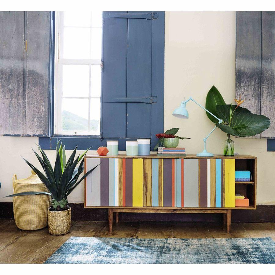 Mueble colorido en living