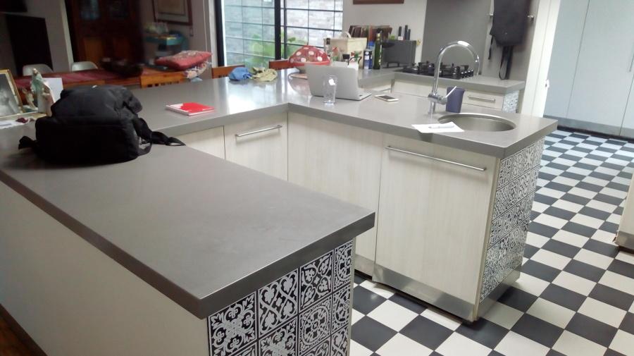 muebles de cocina y al fondo la logia
