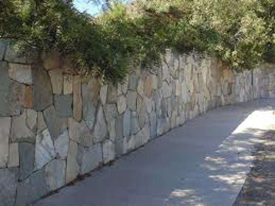 Paisajismo ideas construcci n piscina - Muros de piedra construccion ...