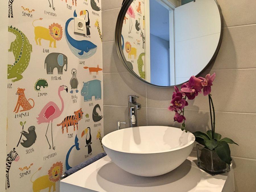 papel mural en baño