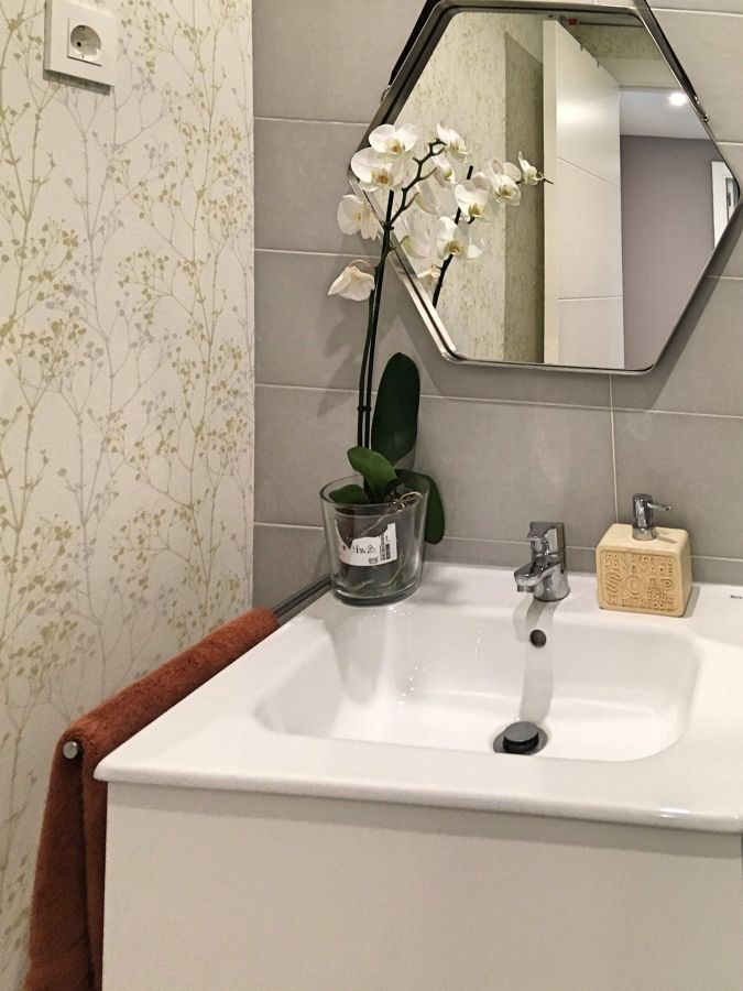 papel vinílico en baño