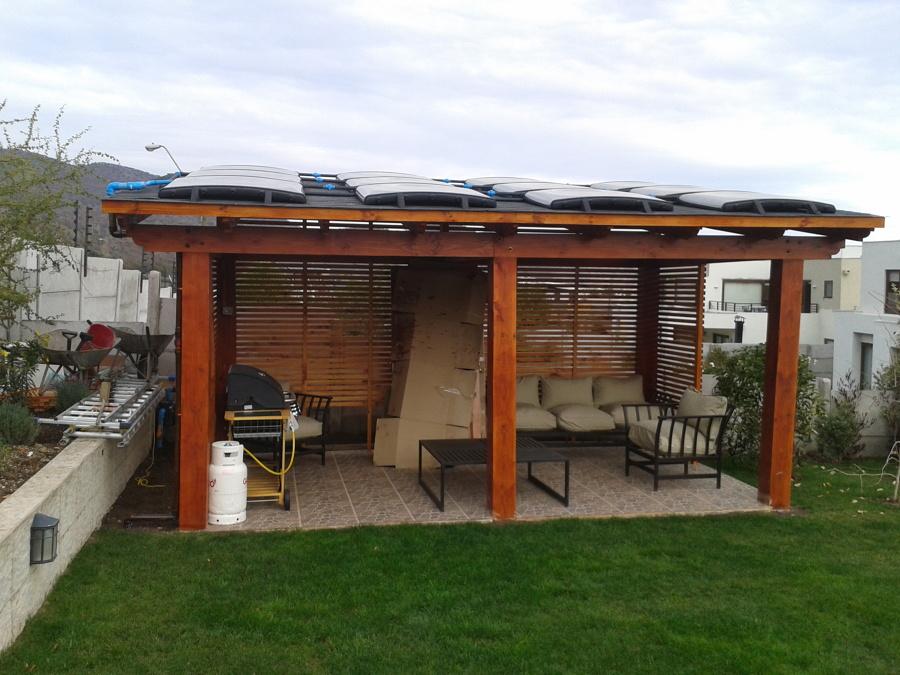 pergola para piscina con paneles solares