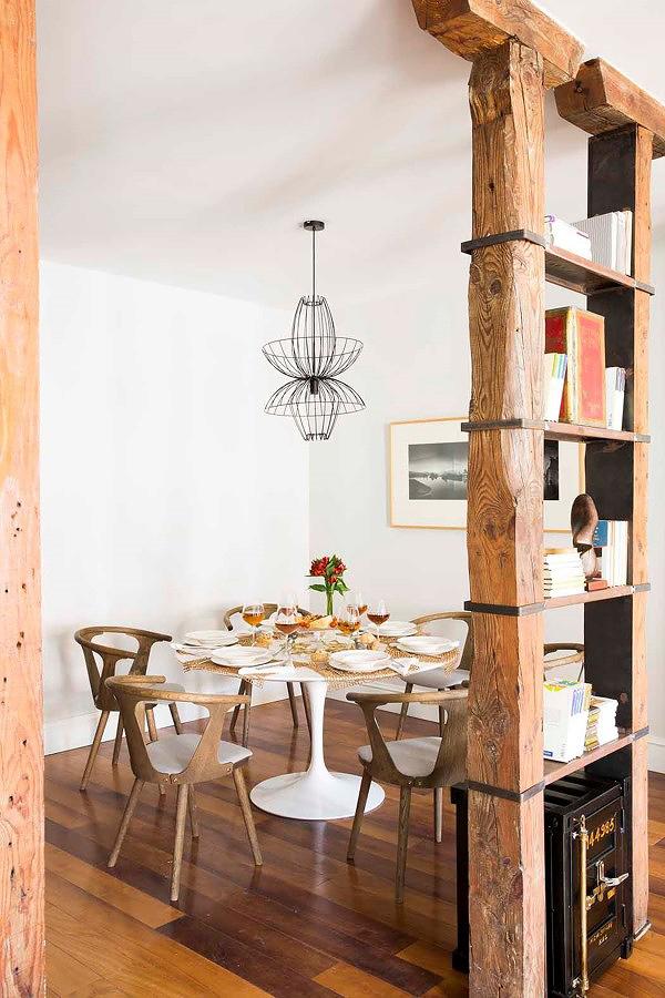 Pilar de madera-estantería