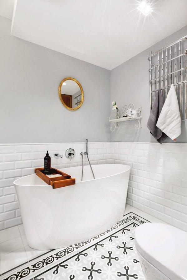pintura gris en baño