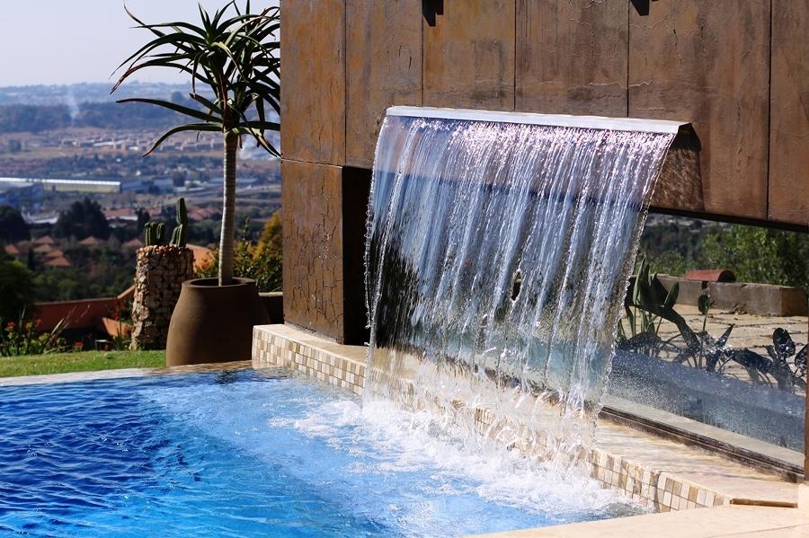 Cascadas para piscinas cuando la belleza y la salud van for Cascadas artificiales modernas