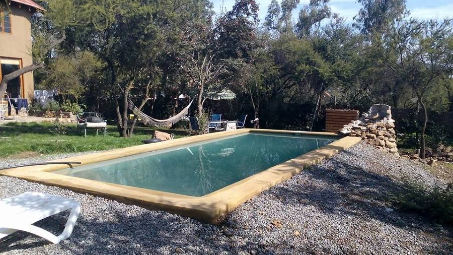 piscina con cascada de agua