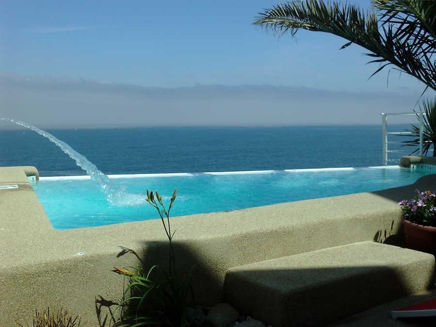Foto piscina con cascada y borde perdido de piscinas - Piscinas con cascada ...