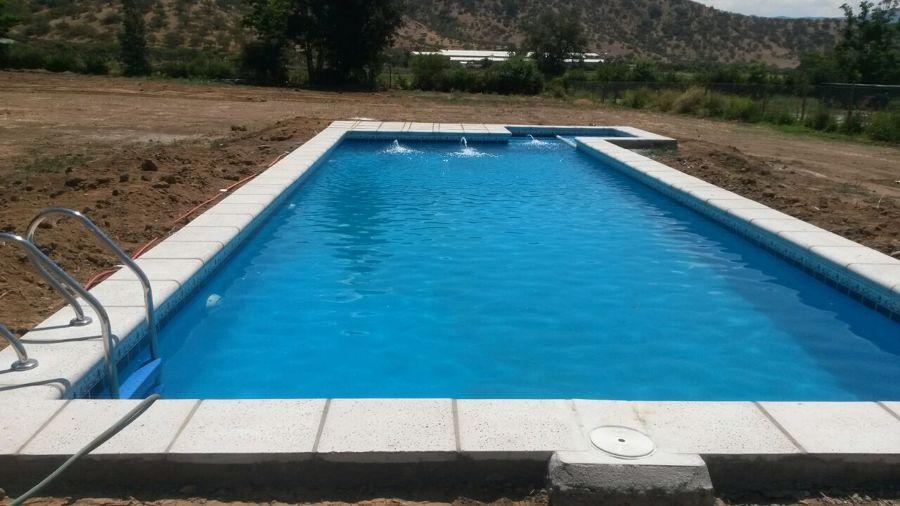 Foto piscina curacavi de constructora donoso y asociados for Construccion de piscinas en santiago