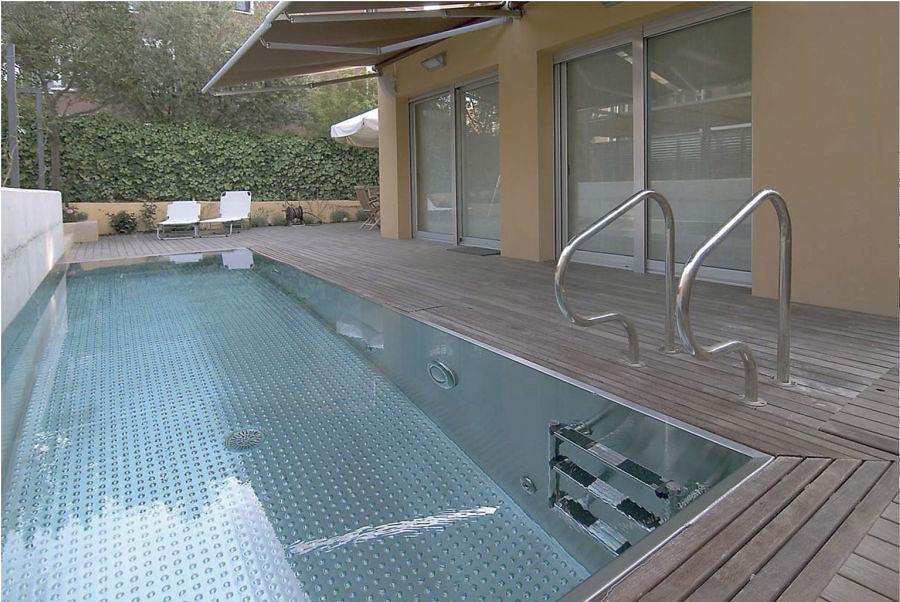 7 revestimientos que revolucionar n tu piscina ideas - Piscinas de acero inoxidable ...