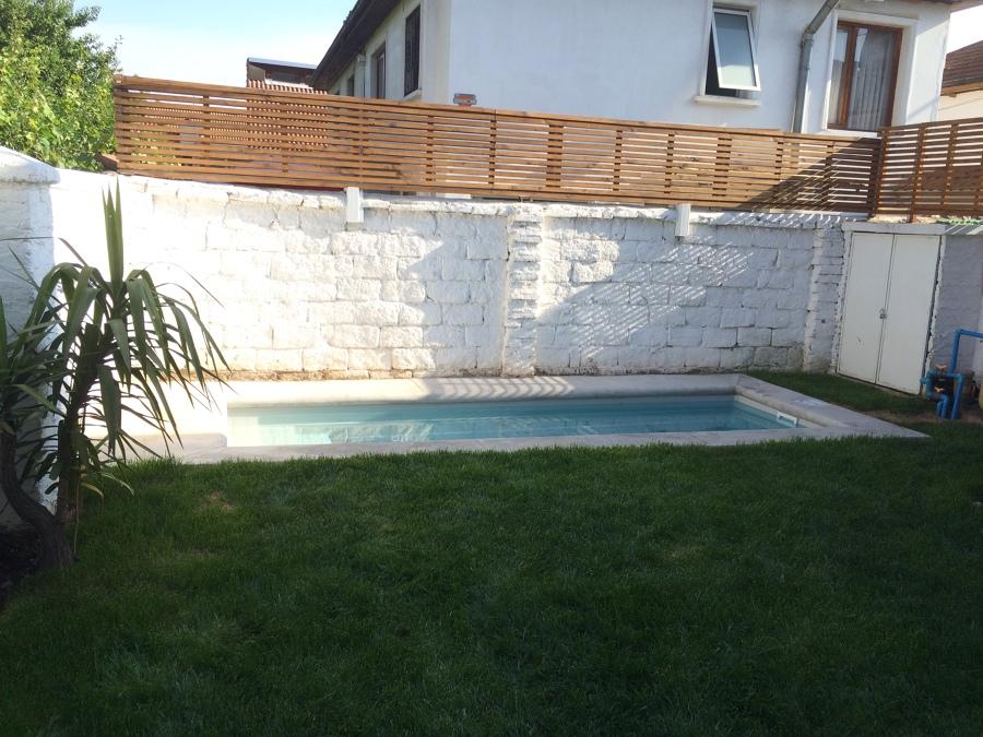 piscina de fibra y trillage de madera