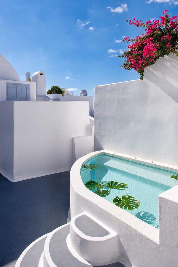 Foto piscina integrada en construcci n de cemento 245617 for Piscinas cemento construccion
