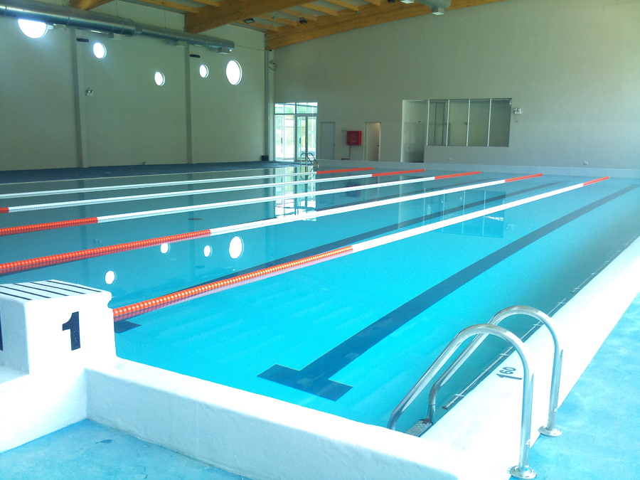 Piscina semi olimpica universidad andres bello campus for Presupuesto construccion piscina