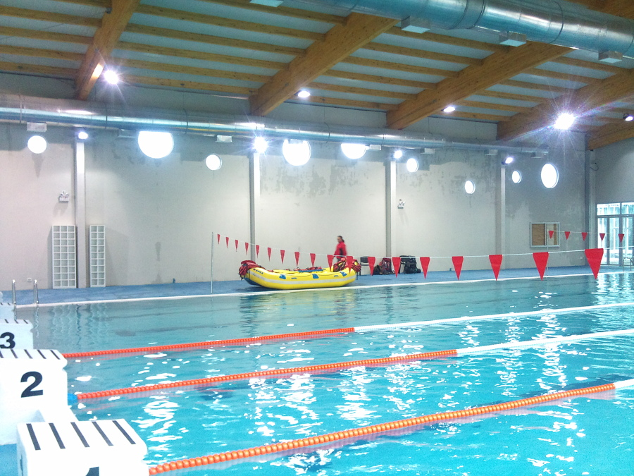 Piscina semi olimpica universidad andres bello campus for Construccion piscina temperada
