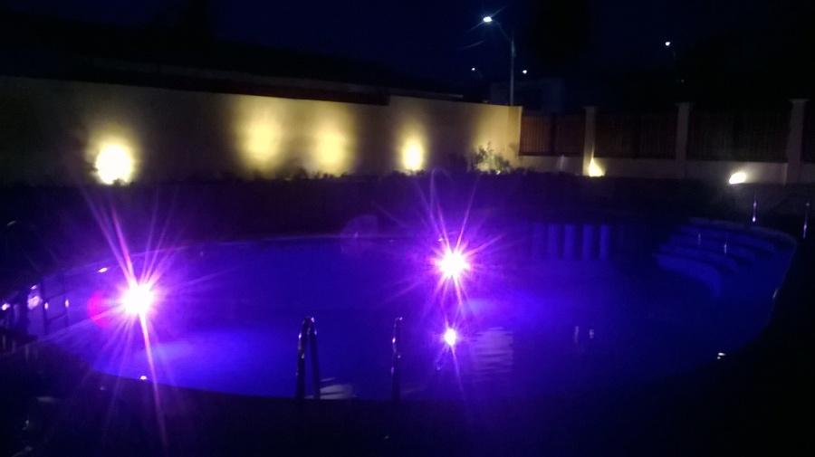 Piscina terminada con iluminación