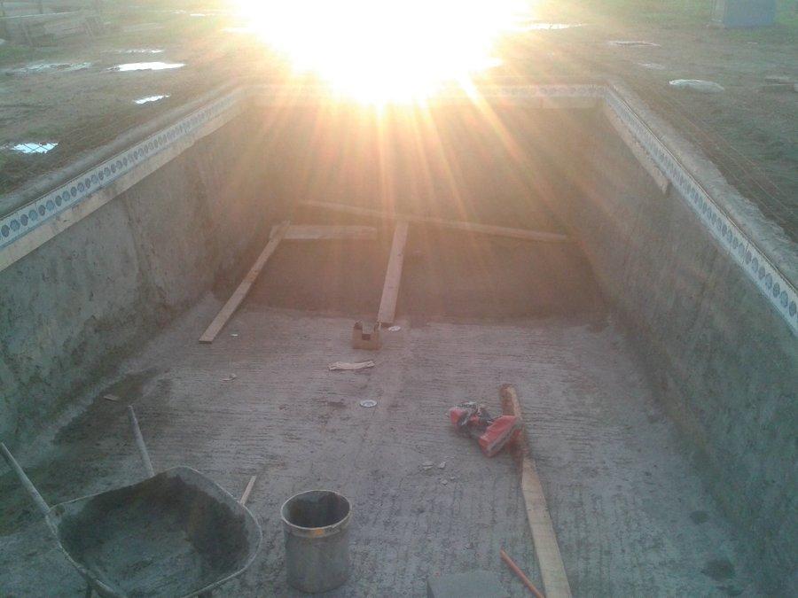 Construcci n de piscina en pelumpen olmue ideas for Piscina 8x4 profundidad