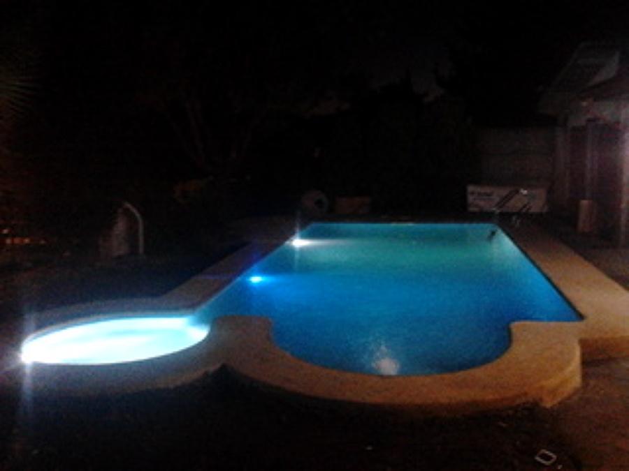 Foto piscinas con jacuzzi y cascada de invercon jbg ltda for Piscinas con jacuzzi y cascada