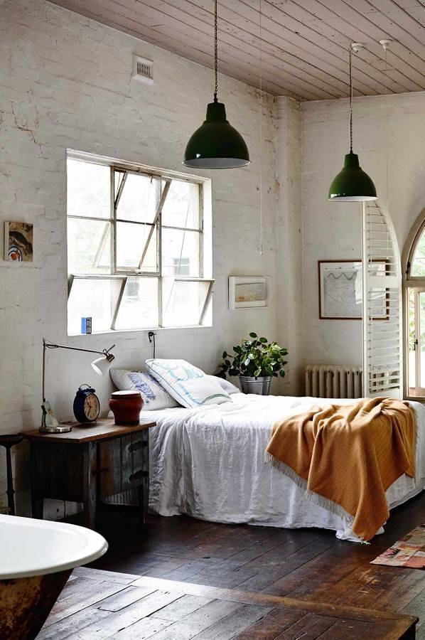 Piso de madera envejecida en dormitorio