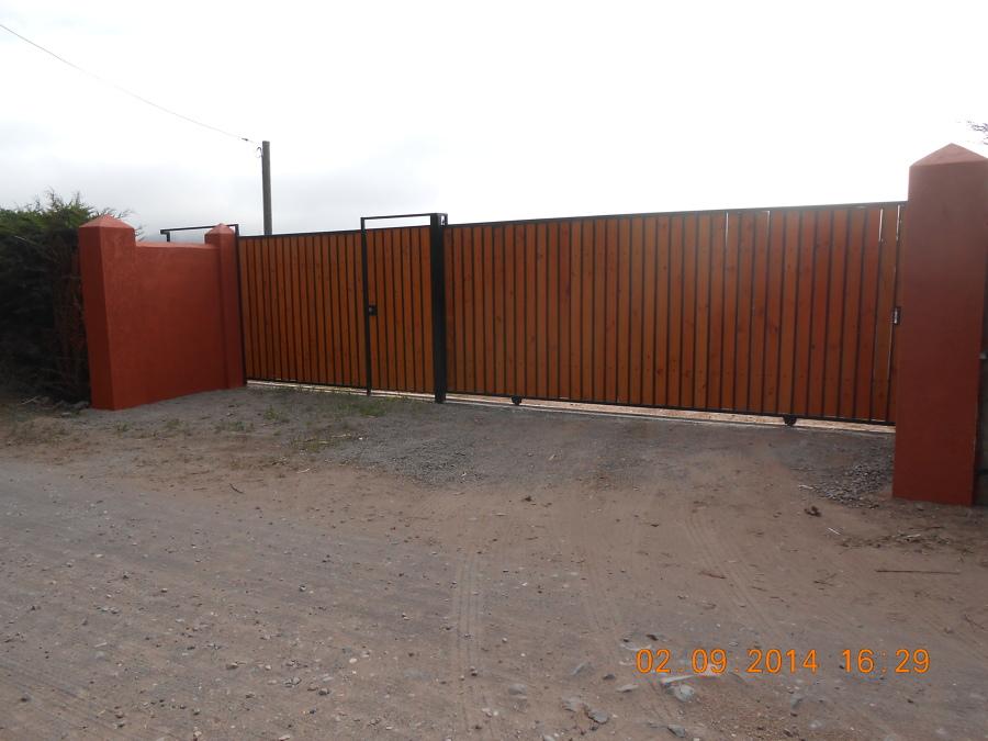 Foto porton de acceso parcela de agrado de servicios - Fotos de parcelas ...