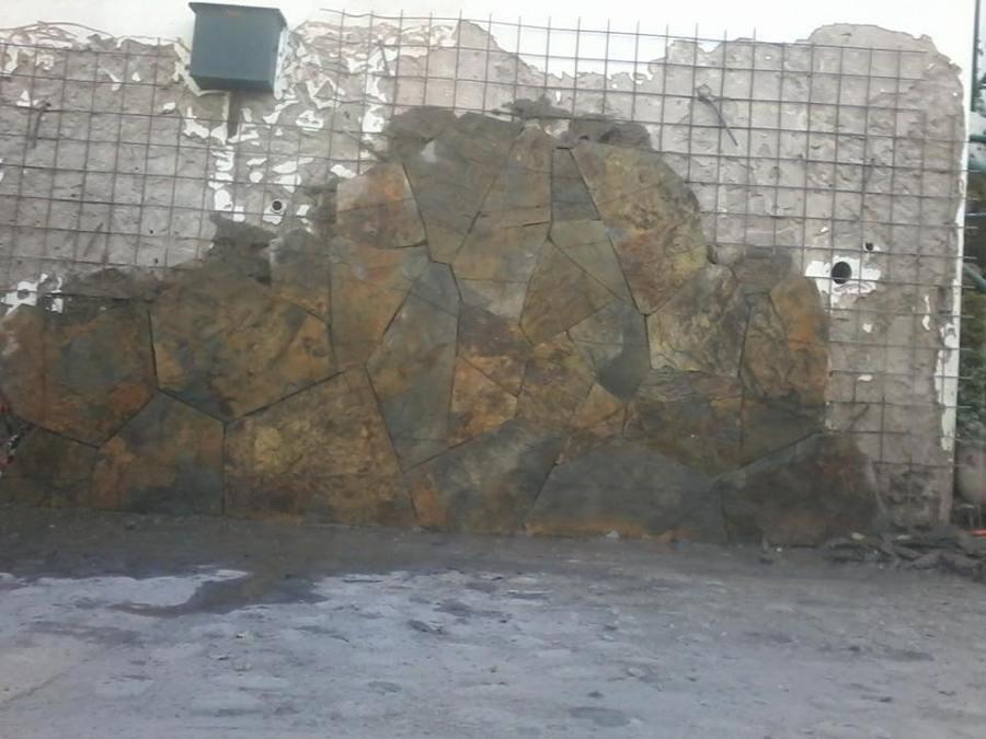 Colocaci n piedra laja oxidada argentina ideas for Piedra para muros interiores