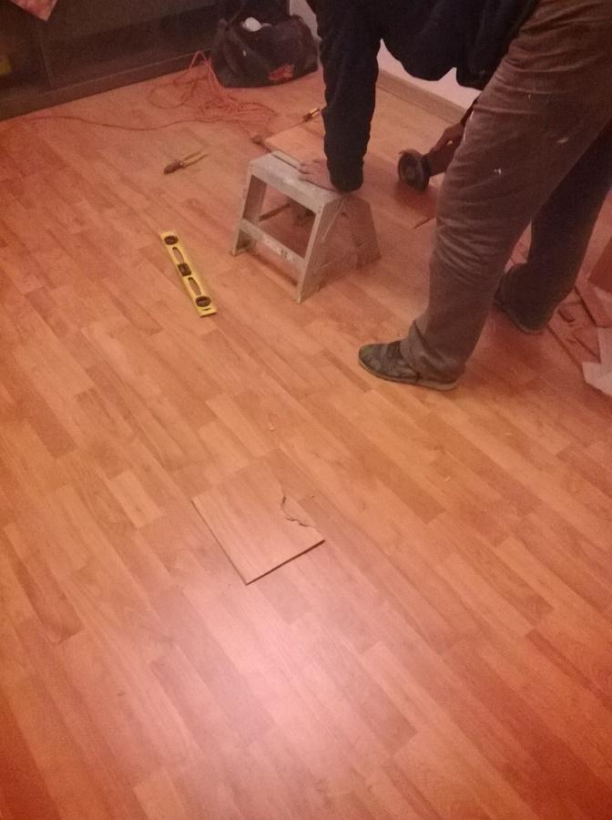 preparacion e inicio de instalacion de espuma niveladora y piso flotante.