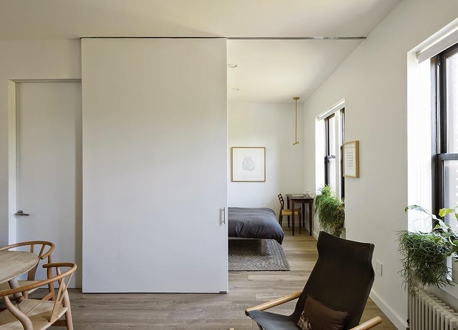 estancia-con-puerta-corrediza-blanca