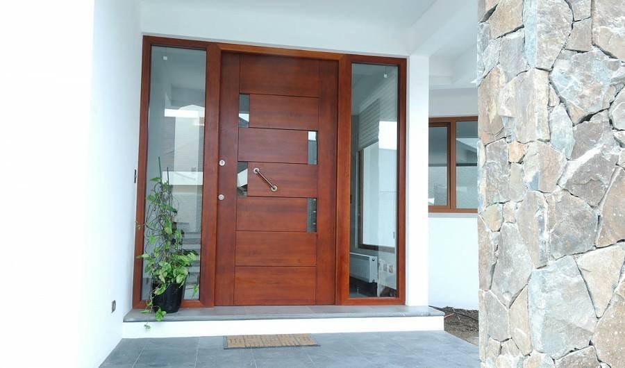 Puerta de entrada con modulos