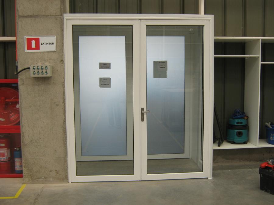 Tabiques vidriados para oficinas vitrinas comerciales cierres de terraza ideas carpinter a - Puerta corredera doble hoja ...