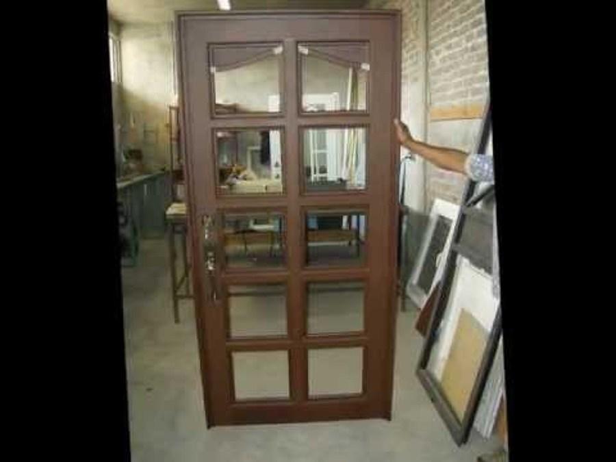Foto puerta rustica color madera de altmain aluminios for Puertas color madera
