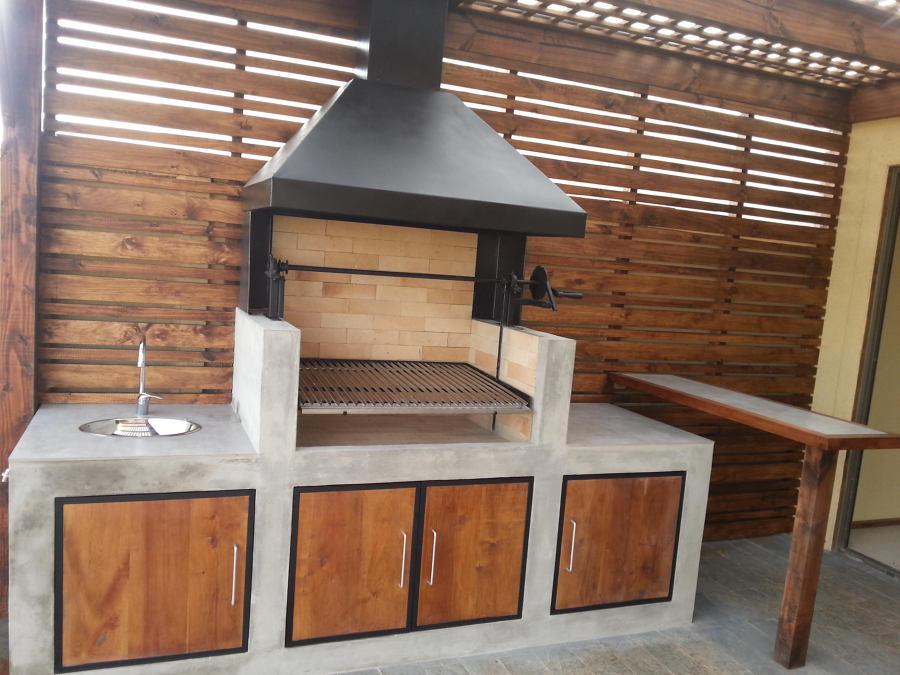 Zona de esparcimiento en casa ideas construcci n piscina for Parrilla de material para casa