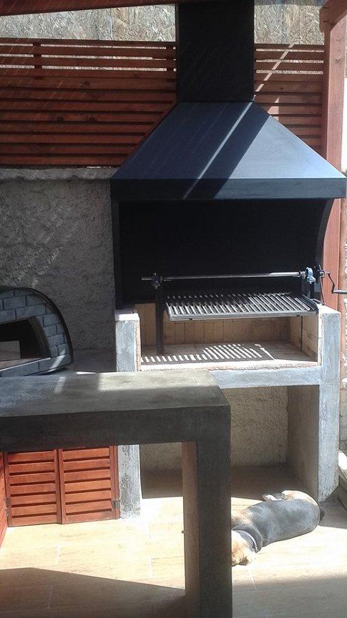 Quincho completo con asador, mesón bar y horno chileno