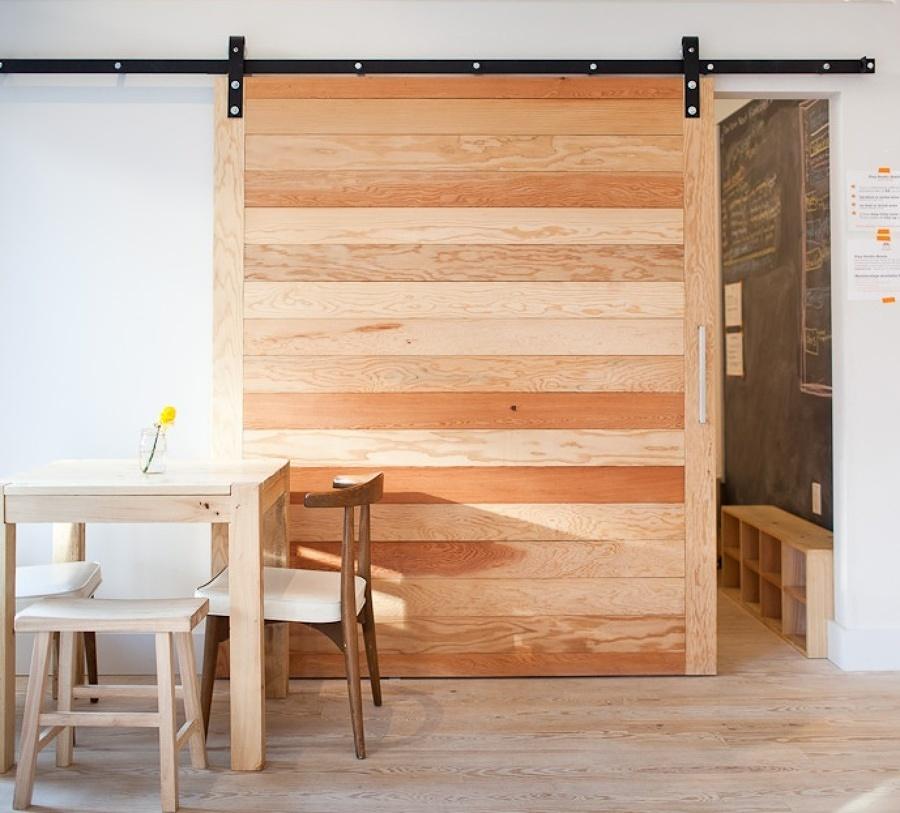Puerta corredera de madera