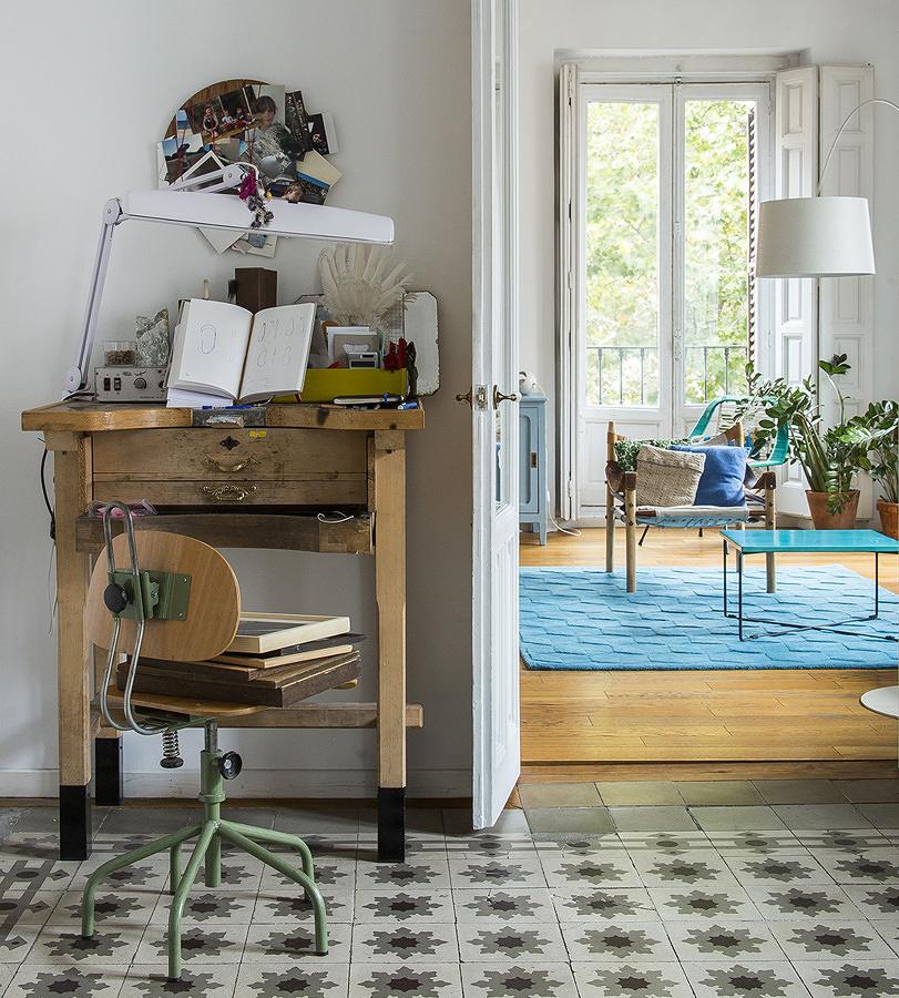 Mueble fabricado a mano en hall