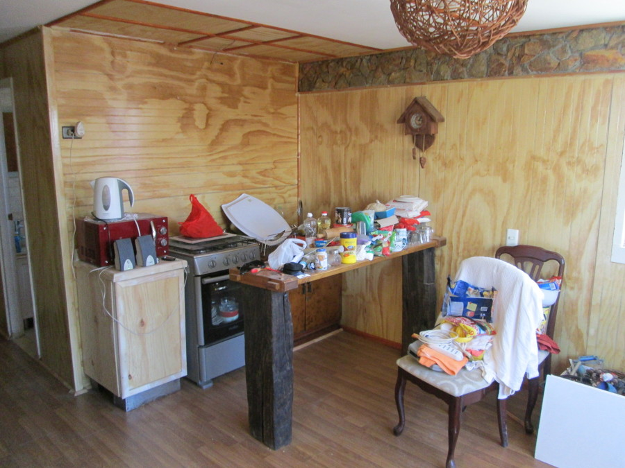 Cocinas recicladas rustic wood kitchen lower cabinets for Muebles de cocina reciclados