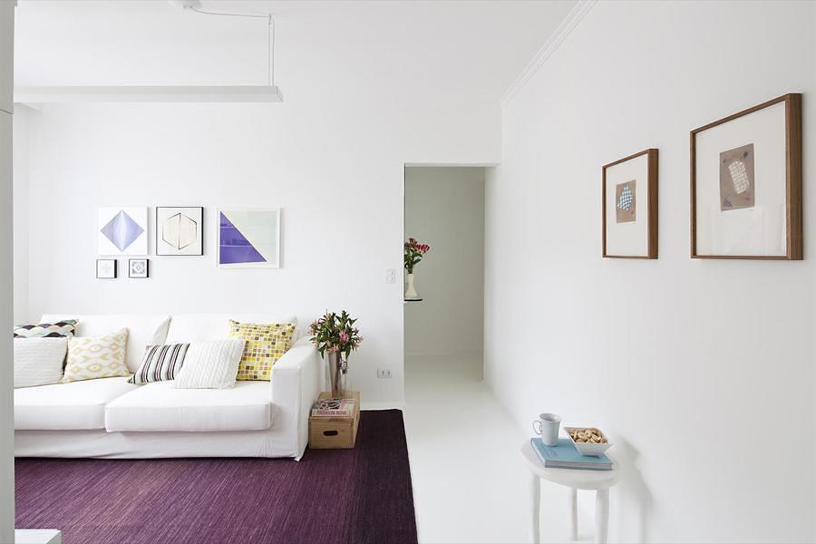 Living con alfombra morada