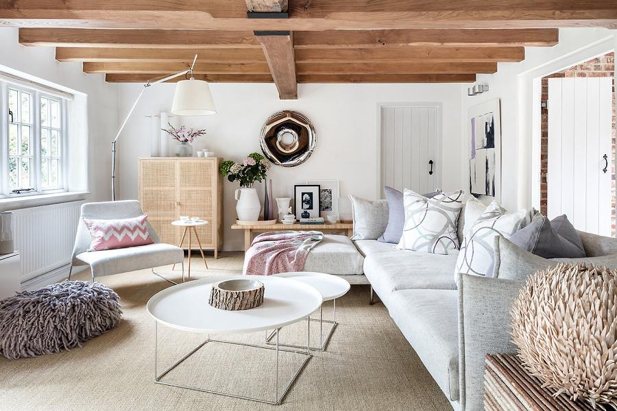 Living con vigas de madera