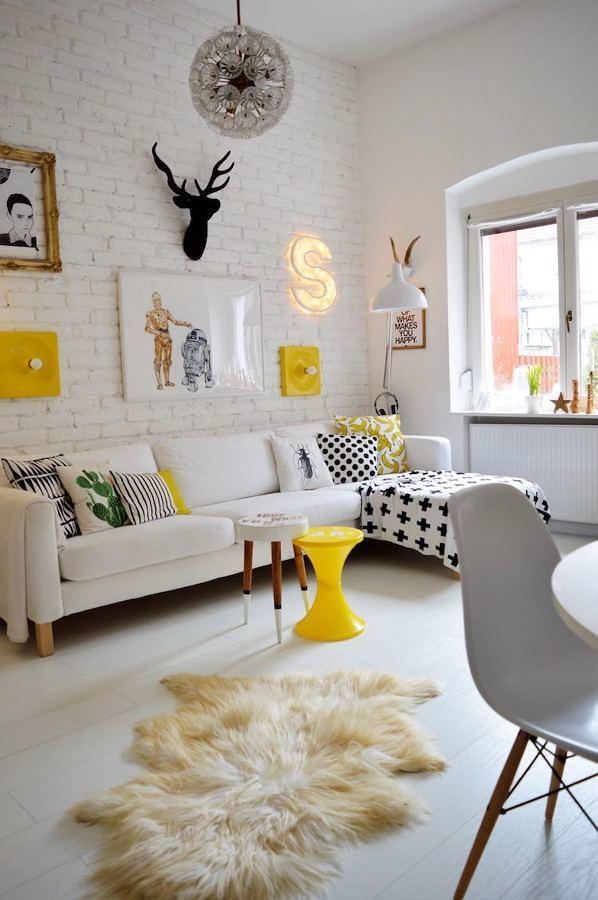 Living amarillo y blanco