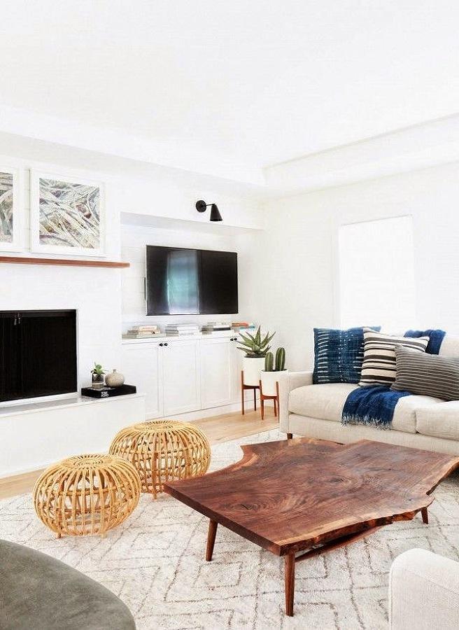 Living en blanco y textiles azules